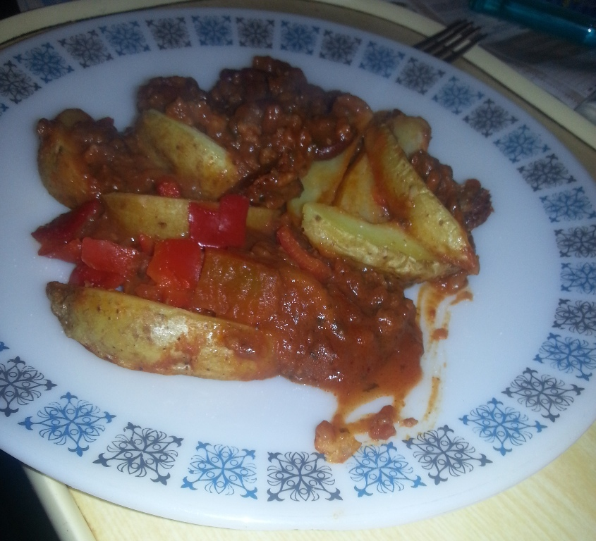 Ready Meal Monday – Asda Beef Chilli and Wedges plated up