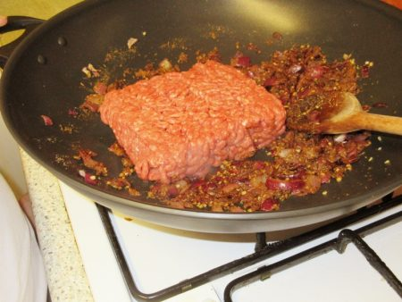 Frying the mince for my Wheelie Easy Burritoless Beef Burritos
